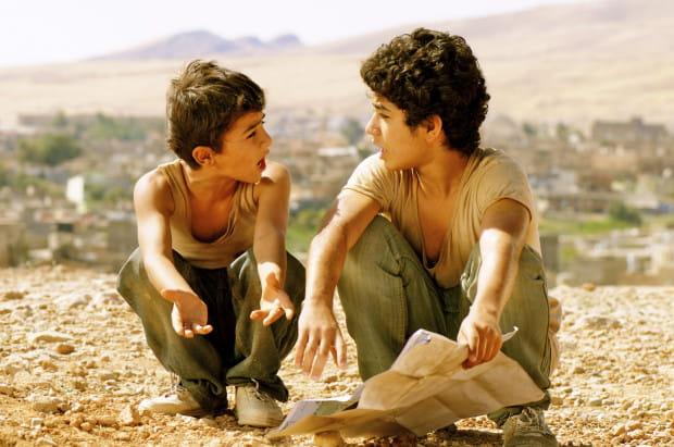 """Cechą rozpoznawczą AAFF jest repertuar filmów z różnych zakątków świata. W kinowe podróże wyruszymy m.in. do Iraku za sprawą filmu """"Bekas"""", którego bohaterowie chcą wyruszyć do Ameryki w poszukiwaniu... Supermana."""