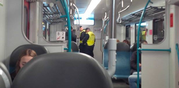 Mandat za picie piwa w pociągu SKM to rzadkość. Praktycznie niespotykana, gdy imprezowiczów jest kilku i są agresywni.