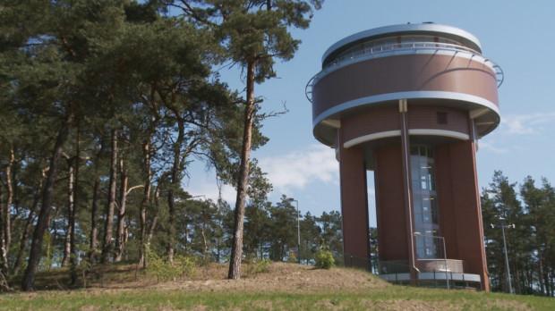 Zbiornik Wody Kazimierz na Wyspie Sobieszewskiej jest usytuowany na wysokości 45 m n. p. m. Poza gromadzeniem wody, pełni też funkcje punktu widokowego.