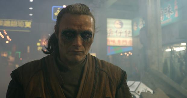 Problematyczną kwestią, która już kolejny raz powtarza się w filmach spod znaku Marvela jest słabo zarysowany czarny charakter. Pomimo wielkich umiejętności Madsa Mikkelsena, postać Kaeciliusa nie wywołuje specjalnych emocji. Jest, bo jest.