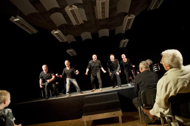 Impro Atak! dotąd podziwiać można było w Sali Koncertowej PFK Sopot. Od listopada łódzka grupa aktorów i improwizatorów grać będzie także w Teatrze na Plaży. Pierwszy występ już 5 listopada.