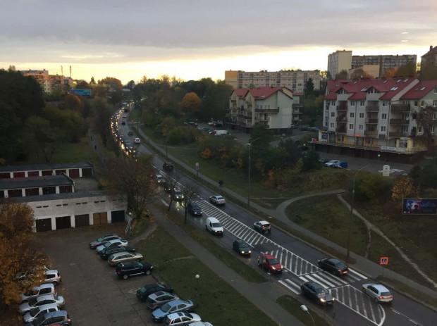 Ulica Kwiatkowskiego. Korek po karambolu na Estakadzie Kwiatkowskiego.