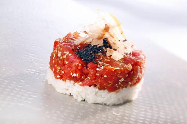 Biało-czerwony tatar w Koku Sushi - jedna z propozycji gdańskich restauratorów na Wieczór Niepodległości.