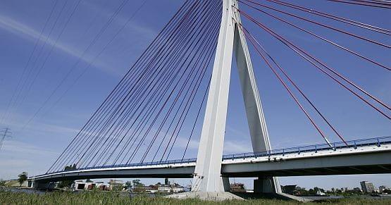 Most wantowy nad Martwą Wisłą - jedyny istniejący element Trasy Sucharskiego w Gdańsku