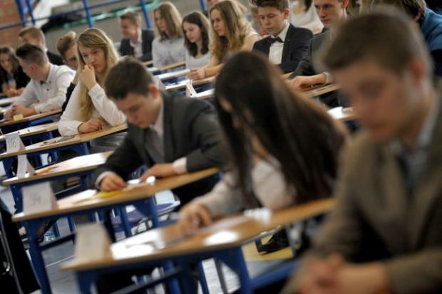 EWD wyliczane jest na podstawie danych z systemów egzaminacyjnych. Dla gimnazjów brany pod uwagę był wynik ucznia ze sprawdzianu w klasie VI szkoły podstawowej (jako miara na wejściu) oraz wynik z egzaminu gimnazjalnego (jako miara na wyjściu). W ten sposób powstaje ocena efektywności nauczania danej placówki.