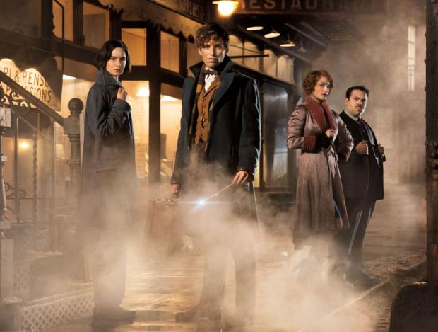 """""""Fantastyczne zwierzęta i jak je znaleźć"""" w pełni oddają magiczny klimat filmów o Harrym Potterze, choć pod kątem fabuły można miejscami mówić o pewnym niedosycie. Warto jednak na pierwszej części zakończyć porównania ze słynnym poprzednikiem i dać Scamanderowi pełnię czarodziejskiej władzy na wielkim ekranie."""