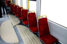 Na szczęście większość siedzeń jest zainstalowanych w sposób typowy dla tramwajów w Gdańsku.