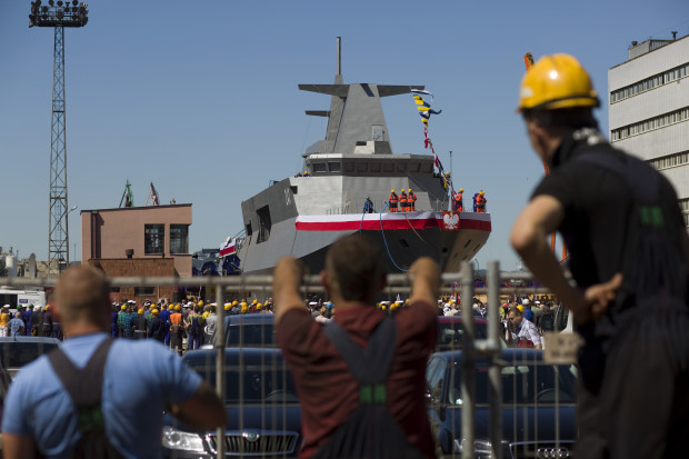 """ORP """"Ślązak"""" został zwodowany po 14 latach od rozpoczęcia budowy - w lipcu 2015 roku. Obecnie nie wiadomo, kiedy konkretnie Marynarka Wojenna RP otrzyma nowy patrolowiec."""