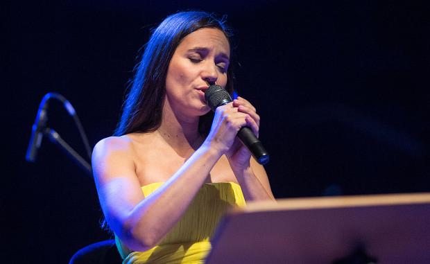 Dorota Miśkiewicz to wokalistka znana i lubiana z wykonywania utworów, do których teksty pisali m.in. Grzegorz Turnau i Wojciech Młynarski.