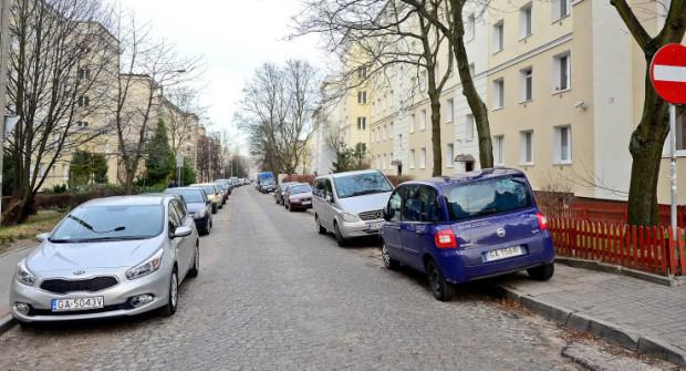 Na pełne rozwiązanie problemu trzeba poczekać, ale już teraz parkowanie na wniosek mieszkańców jest łatwiejsze.