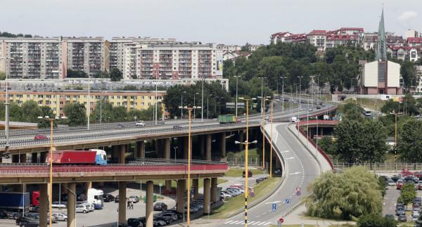 Estakada Kwiatkowskiego, zdaniem kierowców, nie przystaje do obecnego natężenia ruchu...