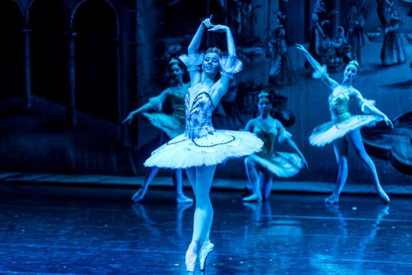 Ładną oniryczną scenę snu Don Kichota uświetnia druga najlepsza tancerka spektaklu - wykonująca partię Królewej Draid Ekaterina Tokareva.