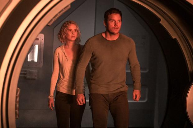 Uczucie łączące Jima i Aurorę zostanie wystawione na ciężką próbę, nie tylko przez pryzmat nadchodzącej katastrofy. Okazuje się, że bohaterowie nie znają wszystkich okoliczności prowadzących do ich z pozoru przypadkowego spotkania.