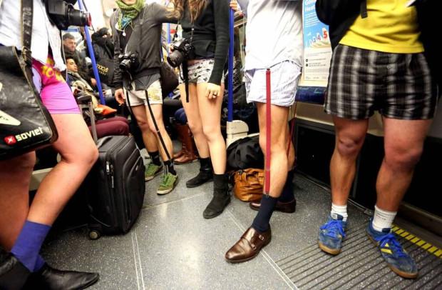 15 lat temu bez spodni zaczęto jeździć metrem jednego dnia w roku w Nowym Jorku, ale moda rozprzestrzeniła się na wiele miast na całym świecie.