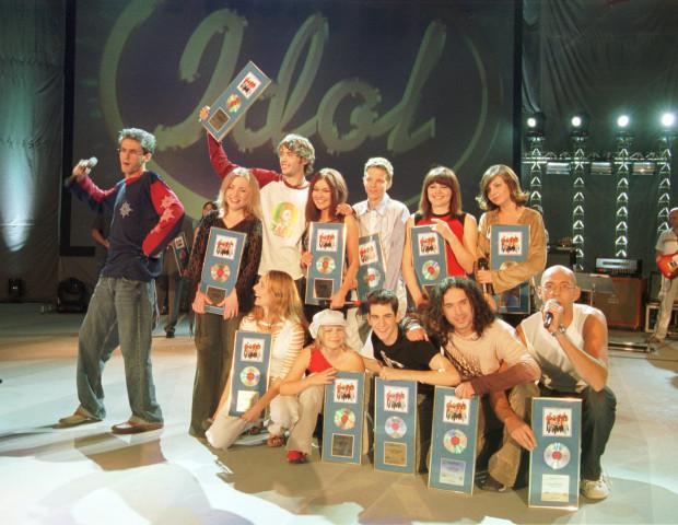 """Pod koniec sierpnia 2002 roku w sopockiej Operze Leśnej odbył się koncert 11 najlepszych uczestników """"Idola""""."""
