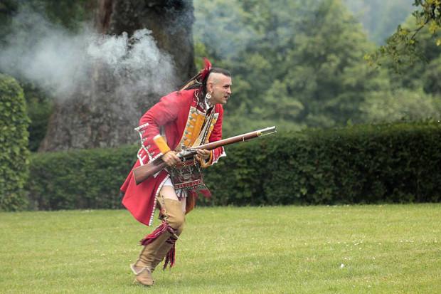Rekonstruktorzy leśnych Indian są jedną z grup, które należą do Konfederacji Tomahawki i Muszkiety.