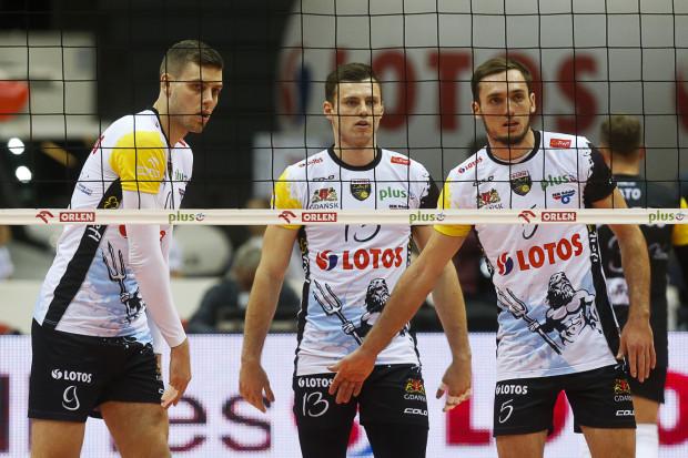 Przyszłość siatkarzy Lotosu Trefla w tym sezonie jest coraz bardziej mglista. Czy Dmytro Paszycki (nr 9), Szymon Romać (nr 13) i Bartosz Pietruczuk (nr 5) będą jeszcze w stanie coś zmienić?