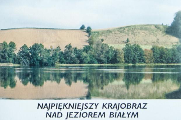 Pocztówka wykonana specjalnie z okazji protestu przeciw postawieniu domu rodzinnego na szczycie góry. Zdjęcie przestawia górę w Chmielnie, która od lat pojawia się na każdym obrazie pana Włodzimierza Łajminga.