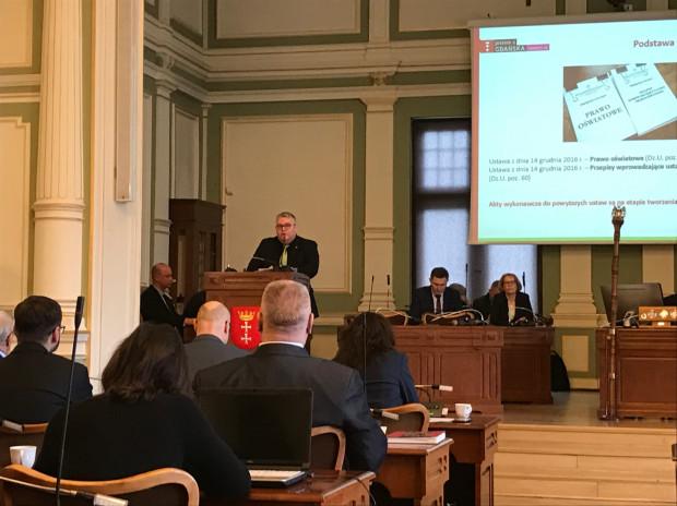 Piotr Kowalczuk wyrażał swoje niezadowolenie z reformy.