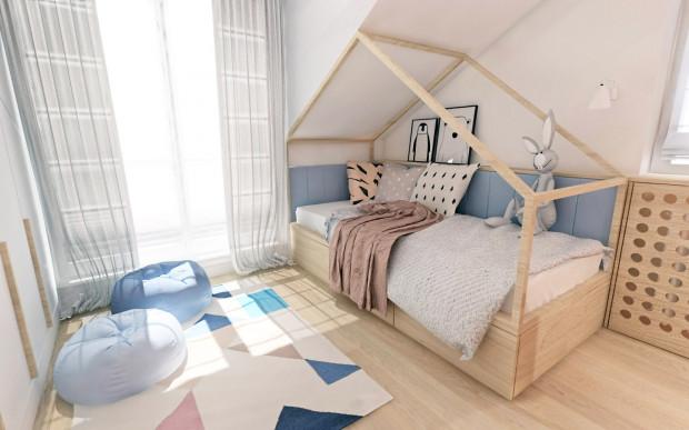 """Koncepcja pierwsza. W pokoju dziecka, nad łóżkiem powtórzono skosy poddasza na którym znajduje się antresola. W ten sposób łóżko ma bardzo ciekawą formę i jest doskonałą konstrukcją, która może posłużyć do zbudowania twierdzy albo do zabawy """"w dom""""."""