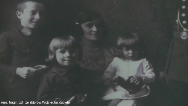 Matka Zofia i trzech synów. Wojciech był najmłodszy z rodzeństwa.