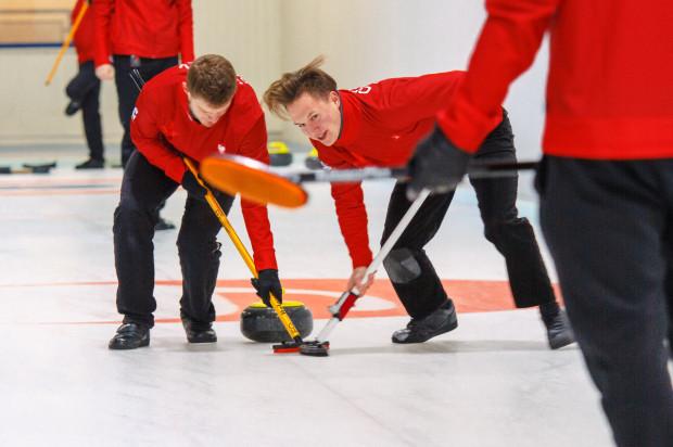 W Trójmieście mamy dwa profesjonalne tory do curlingu. Oba znajdują się w Gdańsku.
