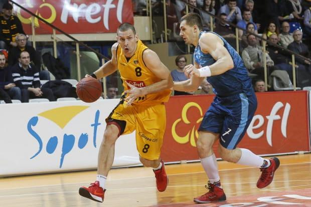 Filip Dylewicz trafił w sobotę 7 z 12 rzutów z gry, w tym 4/5 za trzy. Cały sopocki zespół miał świetną skuteczność rzutów na poziomie 53 proc.