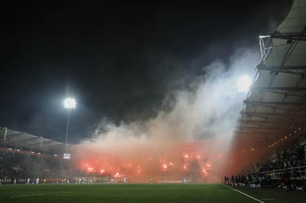 Odpalenie rac i rzucanie śnieżkami na boisko nie były jedynymi uchybieniami na meczu Arka Gdynia - Legia Warszawa.