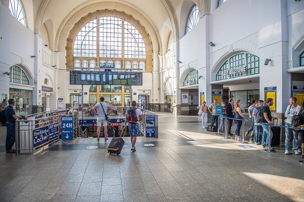 Dworzec w Gdańsku Głównym (oraz Gdyni) to królestwo sieciowych fast-foodów.