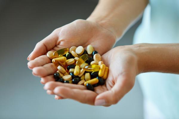Coraz częściej korzystamy z suplementów diety.