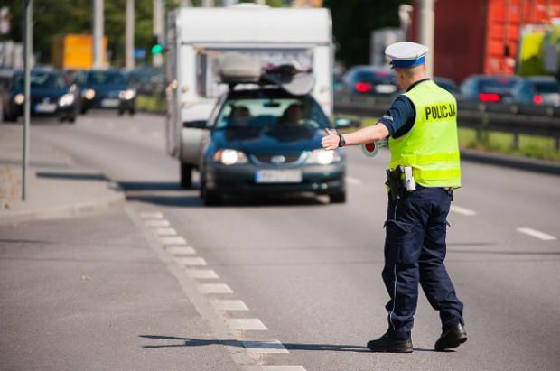 Kierowca może zostać pouczony przez policjanta wyłącznie w przypadku popełnienia niegroźnego wykroczenia.