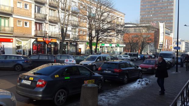 Postój jest tymczasowy, w marcu taksówki mają wrócić pod CH Madison.