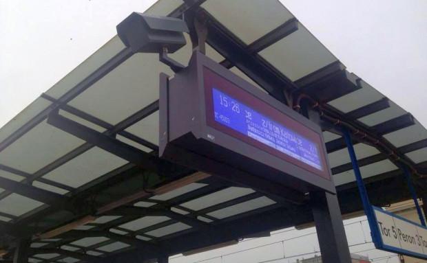 Elementy zapowiadające monitoring na peronach w Gdyni pojawiły się już kilka miesięcy temu. Mimo to, na by zaczęły działać, będzie poczekać nawet do końca roku.