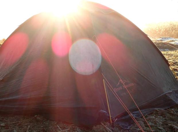 Pierwszej nocy namiot rozbijamy przy zachodzie słońca