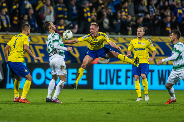 Na dwa miesiące przed zakończeniem rywalizacji w Pucharze Polski oraz na trzy przed finiszem ekstraklasy oba trójmiejskie kluby mają szansę na grę w europejskich pucharów. Zdjęcie z meczu derbowego w Gdyni.