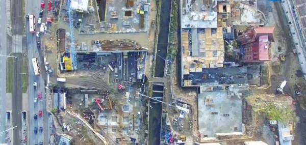 Widok z lotu ptaka na obszar w okolicach wyjścia z tunelu, gdzie archeolodzy odkryli pozostałości szpitala św. Gertrudy i dawne cmentarzysko.