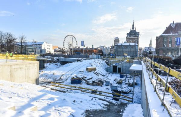 W styczniu zakończyły się badania archeologiczne  na Forum Gdańsk. Tuż po wyjściu z tunelu przy Locie, naprzeciwko Złotej Bramy, odkryto ponad 1100 ludzkich szczątków i pozostałości szpitala św. Gertrudy.