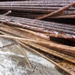 Skorodowane kable sprężające nie zapewniały już dachowi bezpieczeństwa.