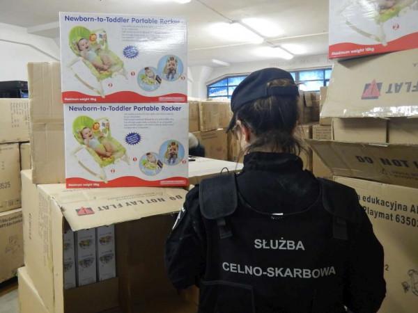 Podrobione produkty przypłynęły do Gdańska z Chin.