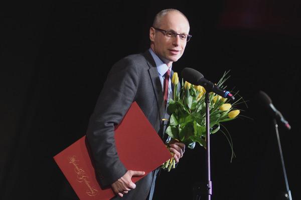 """Prof. Paweł Machcewicz, odbierając Nagrodę """"Splendor Gedanensis"""" za wystawę stałą Muzeum II Wojny Światowej, zapowiedział otwarcie Muzeum dla zwiedzających 23 marca."""