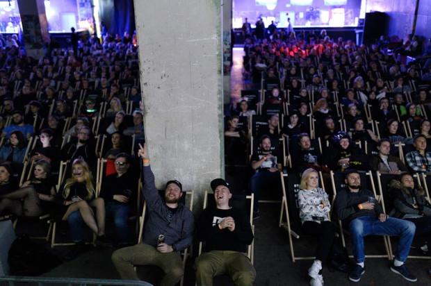 """Największy grant z miasta Gdańsk trafił do organizatorów Festiwalu Filmów Kultowych, który """"przeprowadził się"""" w tym roku z Katowic do Gdańska i odbędzie się w B90, goszczącym już wcześniej wielbicieli kina (na zdjęciu podczas przeglądu VHS Hell)."""