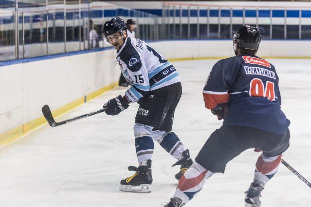 Maciej Rompkowski pod koniec meczu w Toruniu trafił na 3:3, ale bramkę zdobył nieprzepisowo i nie została ona uznana.