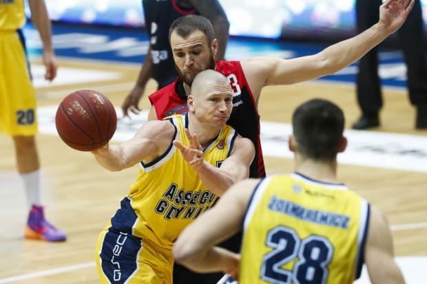 Krzysztof Szubarga trafił w Lublinie m.in. 5 rzutów za trzy punkty, miał tyle samo zbiórek i asyst, ale nie był w stanie poprowadzić Asseco do zwycięstwa.