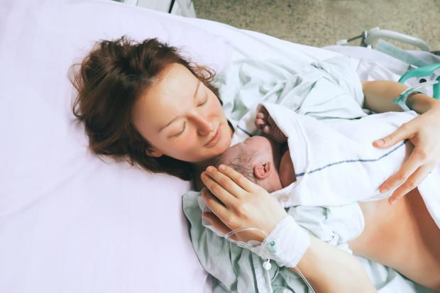 Porody rodzinne stały się regułą. Również na trójmiejskich porodówkach.