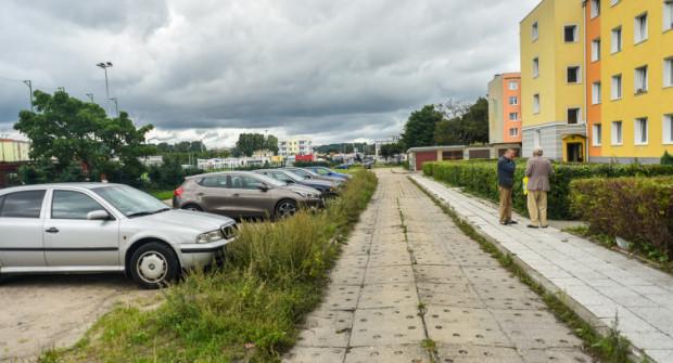 Komierowskiego po przebudowie będzie ul. dwukierunkową, więc parkowanie będzie utrudnione, stąd pomysł, by zlikwidować jeden z kortów.