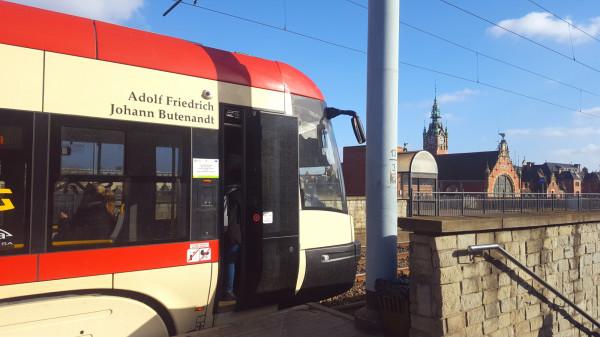 Adolf Butenandt jest patronem tramwaju PESA 1031.
