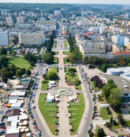 Problem z nadmierną liczbą samochodów w centrum ma też Gdynia. Nowa ustawa da szansę samorządom na urozmaicenie parkingów w najbardziej newralgicznych punktach miasta.