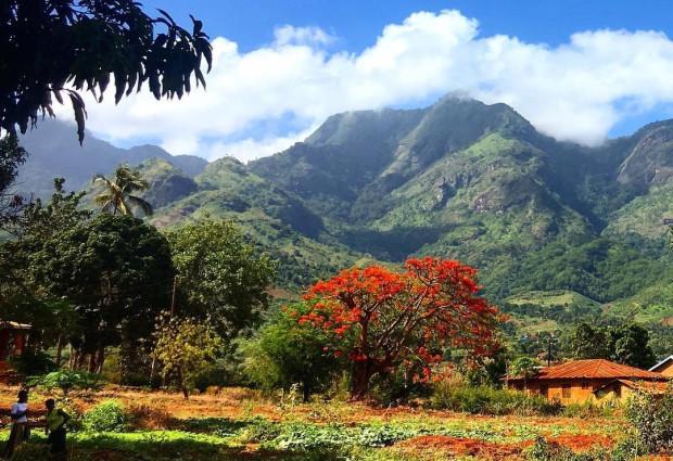 Krajobraz z Morogoro, miasta we wschodniej Tanzanii, u stóp gór Uluguru.