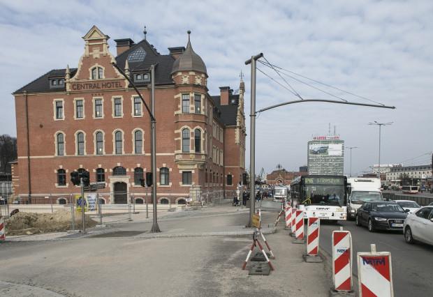 Hotel Central w budynku dawnej przychodni ma zostać otwarty przed majówką.