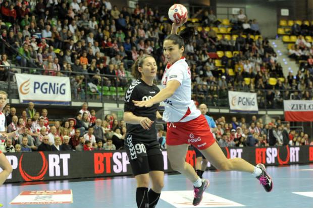 Monika Stachowska grała w kadrze Polski, która w 2013 i 2015 roku otarła się o podium mistrzostw świata. Obrotowa zakończyła już karierę, ale trzyma kciuki za biało-czerwone, aby szybko wyszły z obecnego kryzysu.